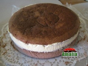 Tort cu mousse de ciocolata (Tort cu mousse 1 290x217)   imagine reteta