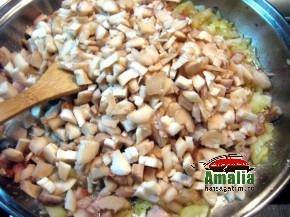 Ciuperci umplute cu sunca si legume (IMG 6241 115 290x217)   imagine reteta