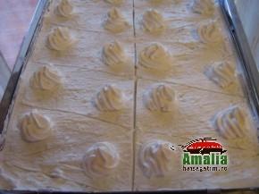 Prajitura/Tort cu iaurt si frisca (IMG 1217 resize 290x217)   imagine reteta