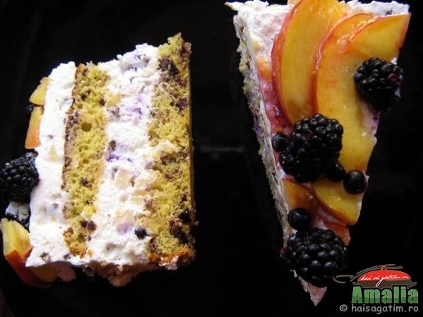 Tort Fantezie cu afine, mure si ananas (tortfan1)   imagine reteta