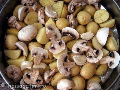 Cartofi copti cu ciuperci, ceapa si usturoi (cart11)   imagine reteta