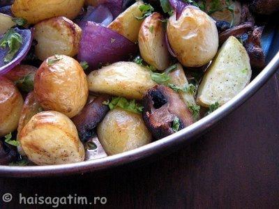 Cartofi copti cu ciuperci, ceapa si usturoi (cart2)   imagine reteta