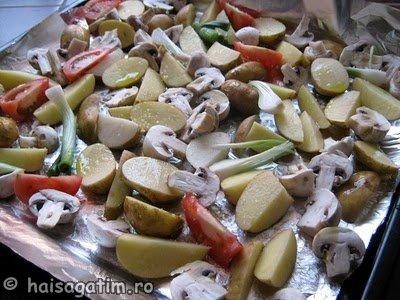 Cartofi cu ciuperci la cuptor (garn1)   imagine reteta