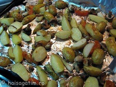 Cartofi cu ciuperci la cuptor (garn2)   imagine reteta