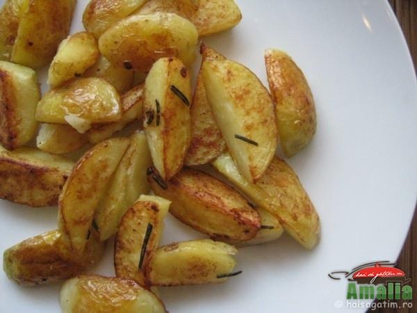 Cartofi cu rozmarin la tigaie (cartoficurozmarin0)   imagine reteta