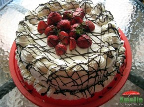 Tort cu capsuni si crema de lapte (tortcucapsuni7 290x217)   imagine reteta