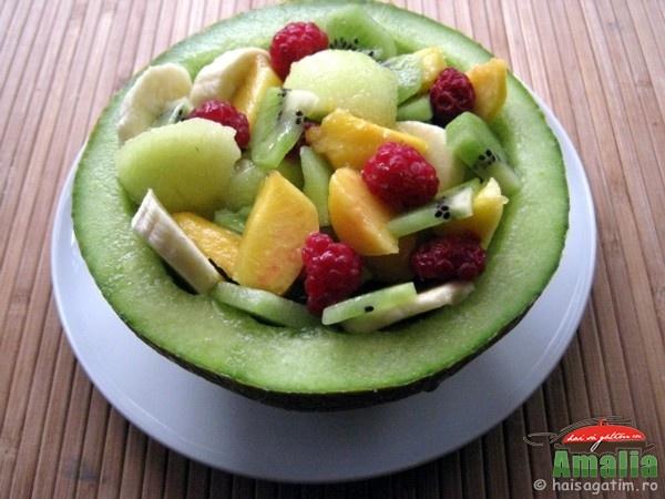 Salata de fructe in pepene (salatadefructeinpepene0)   imagine reteta