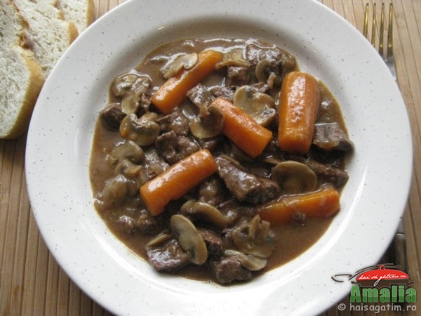 Vitel cu morcovi si ciuperci (vitelcumorcovisiciuperci0)   imagine reteta
