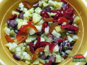 Salata cu carnaciori si cartofi (salatacucarnaciori1 290x217)   imagine reteta