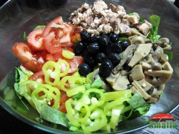 Salata cu ciuperci si ceapa verde