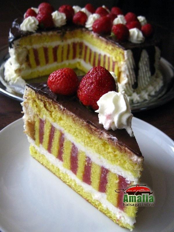 Tort cu jeleu de capsuni si crema de unt (Tort cu jeleu de capsuni 0)   imagine reteta