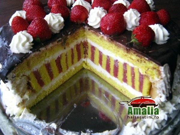 Tort cu jeleu de capsuni si crema de unt (Tort cu jeleu de capsuni 10)   imagine reteta