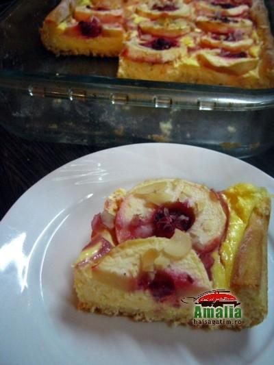 Tarta cu mere, branza dulce si fructe de padure (Tarta cu mere 4)   imagine reteta
