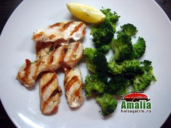 Piept de pui la gratar cu broccoli (Piept de pui 0)   imagine reteta