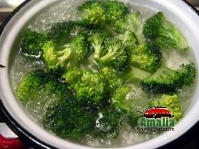 Piept de pui la gratar cu broccoli (Piept de pui 2 290x217)   imagine reteta