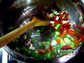 Preparare mancare de cartofi cu salam vegetal - pasul 1