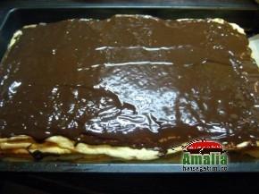 Ciocolata pe prajitura dobos