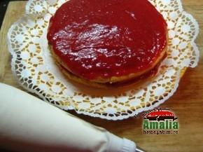 Tort cu capsuni si frisca (Asamblat 2 290x217)   imagine reteta