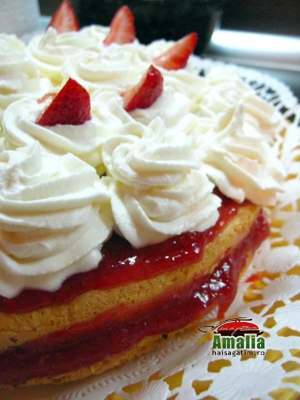 Tort cu capsuni si frisca (Tort 1)   imagine reteta