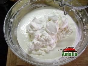 Tort cu zmeura si branza de vaci (Crema 2 290x217)   imagine reteta