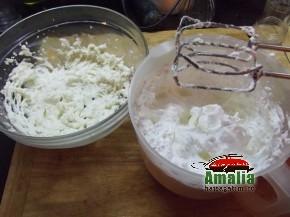 Prajitura cu mere si branza de vaci (crema1 290x217)   imagine reteta