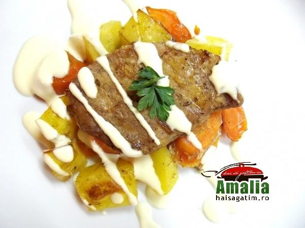 Cotlet de porc cu morcovi, cartofi si sos alb (Cotlet 0)   imagine reteta