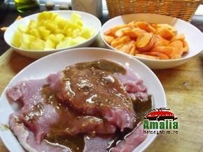 Cotlet de porc cu morcovi, cartofi si sos alb (Cotlet 1 290x217)   imagine reteta