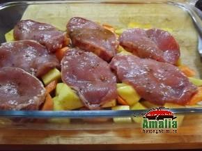 Cotlet de porc cu morcovi, cartofi si sos alb (Cotlet 2 290x217)   imagine reteta
