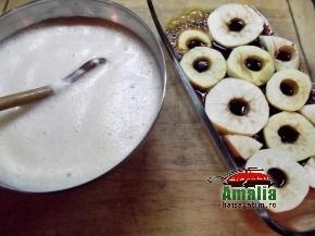 Budinca de orez cu mere caramelizate preparare 1