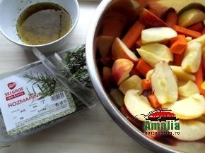 Cârnați-cu-legume-la-cuptor-aromatizați-cu-cimbru-si-rozmarin-3