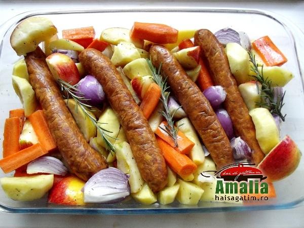 Cârnați-cu-legume-la-cuptor-aromatizați-cu-cimbru-si-rozmarin-4