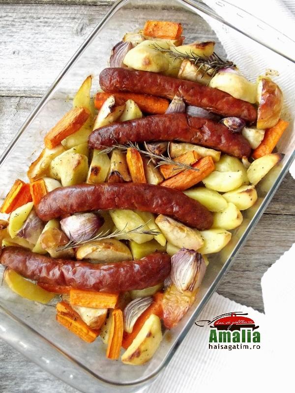 Cârnați-cu-legume-la-cuptor-aromatizați-cu-cimbru-si-rozmarin-1