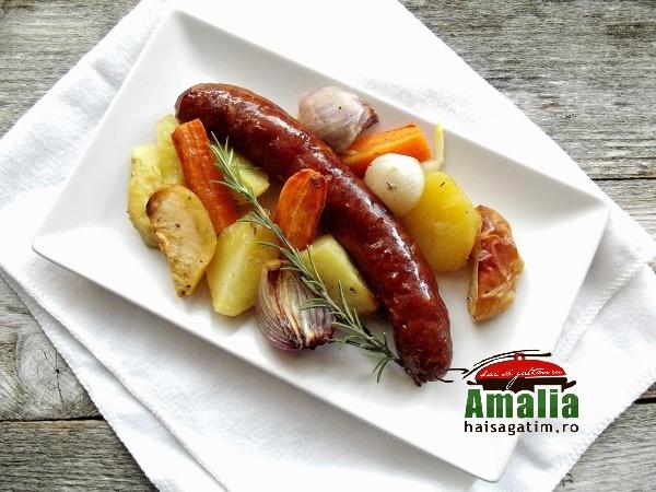 Cârnați-cu-legume-la-cuptor-aromatizați-cu-cimbru-si-rozmarin-2